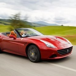 Ferrari California T pelas estradas de Maranello